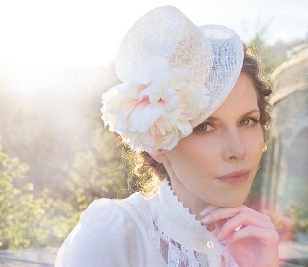 Kalap menyasszonyi ruhához